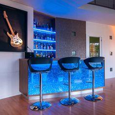 Ideas de minibares para casa que debes ver en cuanto antes Modern Home Bar Designs, Glass Blocks, Bar Ideas, Ponds, Table, Furniture, Home Decor, Bar Home, Riddling Rack