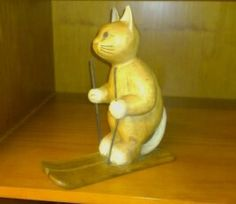 this is in office . Wooden Cat, Garden Sculpture, Skiing, Collections, Cats, Outdoor Decor, Home Decor, Ski, Gatos