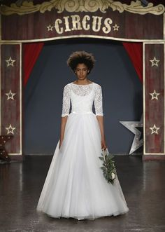 Welcome to the world of Jenny Packham. Explore the latest Bridal & Ready to wear Collections, Runway Shows, Celebrities, The White Carpet, Events and more. Lace Wedding Dress, Colored Wedding Dresses, Best Wedding Dresses, Designer Wedding Dresses, Bridal Dresses, Flower Girl Dresses, Jenny Packham, Vestidos Vintage, Vintage Dresses