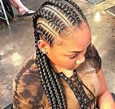 Box braids in braided bun Tied to the front of the head, the braids form a voluminous chignon perfect for an evening look. The glamorous touch: mix plum, caramel and brown locks. Box braids in side hair Placed on the shoulder… Continue Reading → Feed In Braids Hairstyles, Braided Hairstyles, Dreadlock Hairstyles, Protective Hairstyles, Girl Hairstyles, Triangle Box Braids, Long Box Braids, Braids With Beads, Box Braids Styling