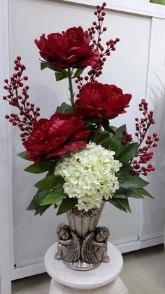 Beautiful anytime of the year, But December is the perfect month for this beauty! Valentine Flower Arrangements, Church Flower Arrangements, Valentines Flowers, Christmas Arrangements, Beautiful Flower Arrangements, Faux Flowers, Silk Flowers, Artificial Floral Arrangements, Cemetery Flowers