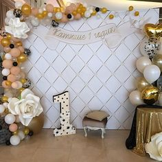 Balloons and paper flowers! Balloon Backdrop, Balloon Garland, Balloon Decorations, Birthday Decorations, 80th Birthday, 1st Birthday Parties, Deco Ballon, Gold Party, Baby Party