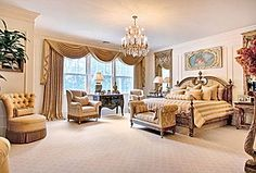 Great Traditional Guest Bedroom