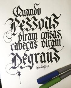 Quando pessoas viram coisas cabeças viram degraus. #emicida #musica #music #frases #caligrafia #freehand #typespire #goodtype #type #thedailytype #handlettering #lettering #typography #calligraphy #typeveryday #handmadefont #50words #design #handmade #art #customtype #handtype #inspiration #typism #graphicdesign #typostrate #followme #parallelpen