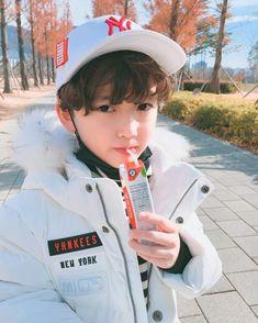 #엠엘비키즈 #슈퍼팬키즈 #8살    엄청 따뜻해보이는 태호입니당~❄️  화이트 태호~