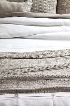 Knitted linen bed runners