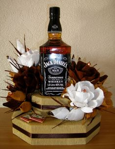- ami-na (bottle gift) Happy Birthday Greetings Friends, Happy Birthday Wishes Photos, Happy Birthday Celebration, Happy Birthday Girls, Alcohol Cake, Alcohol Gifts, Liquor Bouquet, Candy Bouquet, Champagne Gift Baskets