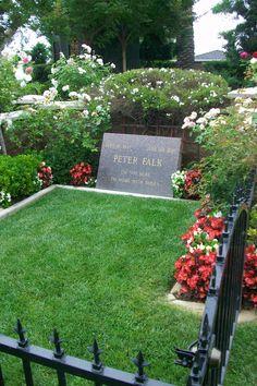 Peter Falk Westwood Village Memorial Park Cemetery Cemetery Monuments, Cemetery Headstones, Old Cemeteries, Cemetery Art, Graveyards, Columbo Peter Falk, Famous Tombstones, Westwood Village, Famous Graves