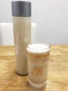 オートミールミルクの作り方       皆さん、 おはようございます     三連休はどんな風に過ごしていますか!?    私は土日はお仕事していたけど、 今日はオフの日です      オフの日とか、時間がある時に お料理を作るのが大好きです     さて、前回ブログで紹介した キヌアフレークミルク の イチゴスムージー覚えてますか⁉️   今日は作り方を教えま~す     今回はオートミールにしました! 作り方は一緒です  オートミールの方が甘みがあるから 皆さんの口にあうと思うので オートミールにしました!   ①オートミール1カップに 400ccの水に一晩寝かせます。         次の日の朝に柔らかくなっています。  そしたら、ミキサーで撹拌しまーす       ①と400ccの水をプラスして、ミキサーに加えます。 細く、なめかになるまで撹拌します   出来上がり~   800ml~1Lぐらいを作れます!     このまま飲んでも美味しいし、 冷やしたり、温めてもいいし、 ミルクの代わりに使えます!  お好みのフルーツとオートミール スムージーを作るのがオススメ…