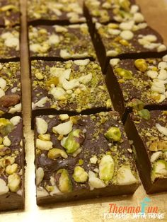 Quick fudges are always a must - and this thermomix pistachio jaffa fudge won t disappoint Just make sure you either cut it up into small pieces or call a Fudge Recipes, Sweets Recipes, Just Desserts, Unique Recipes, Vegan Recipes Easy, Diabetic Recipes, Christmas Fudge, Christmas Ideas, Gluten Free Treats