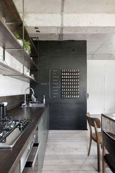 Black + Blackboard Home Design. Home Interior, Interior Design Kitchen, Loft, Chalkboard Decor, Ideas Hogar, Condo Living, Cuisines Design, Black Decor, Interiores Design
