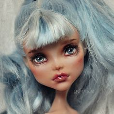 Once again, a repaint that is one of the best ones ive seen !!!!! Its just the overall look of it i like ! // cleo // bangs // blue hair // blue grey eyes