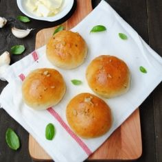 These are the best garlic buns you will ever eat. There is something about  homemade fresh out of the oven rolls smothered with garlic butter