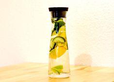 Detoxvatten med citron, gurka, ingefära, mynta och gurkmeja