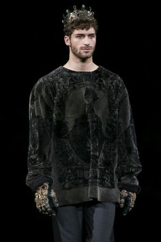 Dolce&Gabbana Men's Winter 2015 collection Beautifuls.com Members VIP Fashion Club 40-80% Off Luxury Fashion Brands. I would wear that sweatshirt. The gloves? Over the top.