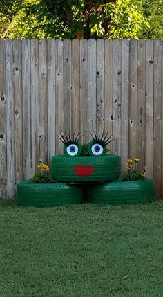 Frog planter made from old tires. This was a really fun project and I love how it turned out.