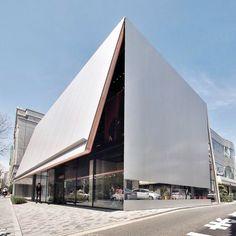 Concept Architecture, Architecture Photo, Contemporary Architecture, Fasade Design, Modern Architects, Unique Buildings, Building Facade, Store Design, Miu Miu
