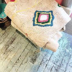 Moroccan Berber rug love ❤️ in at // Sad I didn't buy it Moroccan Berber Rug, Kids Store, Interior Inspiration, Morocco, Sad, Reusable Tote Bags, Backyard, Cabin, France