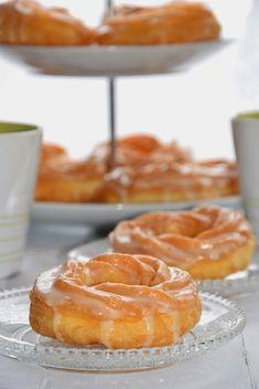 SAŁATKA Z KURCZAKIEM, ŻURAWINĄ I SELEREM NACIOWYM - Limonkowy - blog kulinarny Doughnut, Feta, Cereal, Pineapple, Blog, Baking, Fruit, Breakfast, Kuchen