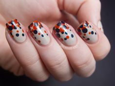 Gradient Dot Manicure