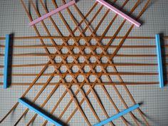 和風を楽しむエコクラフト かごとかご雑貨 P19 六つ目の花かご1 Raffia Crafts, Bamboo Crafts, Wooden Crafts, Diy And Crafts, Arts And Crafts, Bamboo Weaving, Willow Weaving, Basket Weaving, Paper Weaving