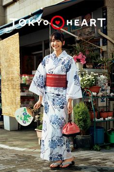 No one can refuse her smile, Japanese actress Yui Aragaki. Gentle and sweet is very popular in Japan! - Page 29 of 35 - slleee Japanese Kimono, Japanese Girl, Japanese Geisha, Costumes Japan, Yukata Kimono, Summer Kimono, Oriental, Japanese Characters, Japanese Outfits