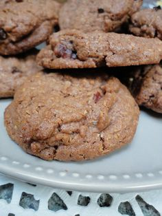 Des cookies, c'est simple, rapide à faire et tellement gourmand que tout le monde devrait faire ses propres cookies maison! ^^ Ingrédients: 120g de beurre mou 125g de cassonade 1 œuf 3cc de cacao en poudre type Van Houten 1cc de levure chimique 200g de...
