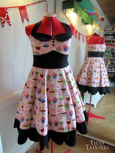 Sweet 50s styled halterneck dress in pink and black, custom made for Suvi-Tuuli!