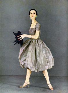 Dovima. Harper's Bazaar, February 1951. Photo by Richard Avedon.
