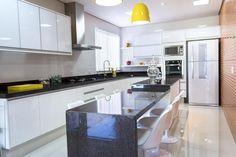 Cozinha com coifa de Alumínio de Cozinha americana de Joel Caetano Paes - Viva Decora