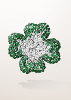 Van Cleef & Arpels brooch  shamrock clover emerald diamond