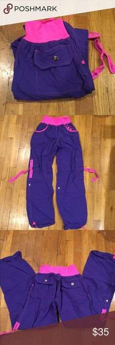 Zumba Fitness Cargo Pants Sz M Up for sale is a pair of Zumba Cargo pants size M. They are in excellent condition. Zumba Fitness Pants Track Pants & Joggers
