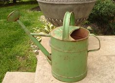 ❤️ViNtaGe Watering Can Old Apple-Green Paint...