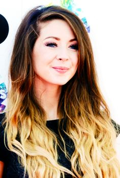 Zoe sugg at the teen choice awards <3