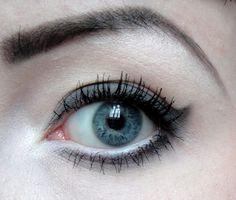 mit Lavera, Annemarie Börlind und elf. http://www.kosmetik-vegan.de/erbse/augen-make-up-grey-birthday-mit-lavera-es-magic-gray/ #vegan