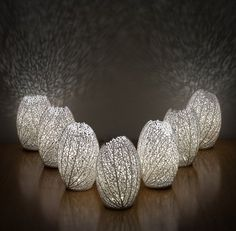 Biomimicking lamps