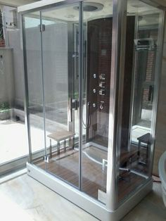 Cabine de Banho Oslo da Unique SPA instalada em área externa de residência (www.uniquespa.com.br)