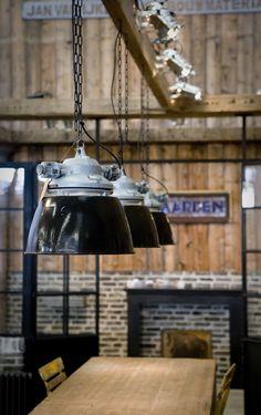 Alles voor in de keuken: Aanrechtbladen, lampen, tafels, kasten, een keukeneiland... www.oudebouwmaterialen.nl Jan van IJken Oude Bouwmaterialen BV