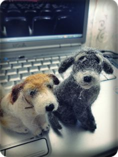 "My felted dogs. To put in my store ""Feltro em Casa"". :o)"