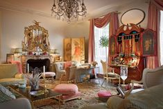 Before she moved to Charleston and became the grande dame of Southern Charm, Patricia Altschul lived in a fabulous Fifth Avenue maisonette once owned by design legend Sister Parish. Decorated by an… Patricia Altschul, Mario Buatta, Deco Rose, English Manor Houses, English Homes, English Country Style, French Country, French Style, British Country