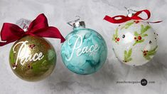 alcohol inks and glittered glass ornaments Jennifer McGuire video Clear Glass Ornaments, Glitter Ornaments, Christmas Ornaments To Make, Christmas Crafts, Homemade Christmas, Felt Christmas, Glitter Decorations, Christmas Decorations, Snowflake Ornaments