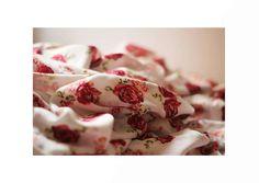 ROSAS:  Flor del rosal, de mucho colorido y  aromática. Símbolo del amor, de la alegria.    Se vienen las rosas, se viene lo nuevo.   #LinaCaicedo #AiresDeLibertad #Fashion #Moda #2015 <3 Fashion Moda, Ethical Fashion, Flower, Rose Trees, Sustainable Fashion
