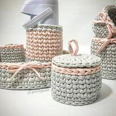 Kit higiene by @pontopetit! Uma delicadeza não? ❤ #decorhome #decorhouse #decorroom #decor #decoracaoinfantil #decoracaodebebe #decoracaodemenino #decoracaodemenina #crochet #portaalgodao #portacotonete #handmade #diy #Baby #decorbaby #inspiracao #inspiration #ganchillo #kithigiene #kithigienerecemnascido #crochet #crochê
