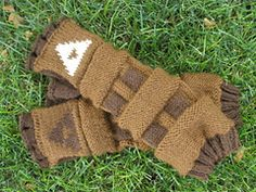 Link's Gauntlets, a knitting pattern by Emily Hastings Legend of Zelda Nintendo NES craft