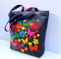 Bolsa de mezclilla apliques con mariposas de colores por Apopsis