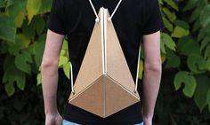 Trois étudiants en classe préparatoire Arts et Design de Nîmes, France, présentent Möbius, un sac issu d'un workshop axé sur la maquette et la respiration.