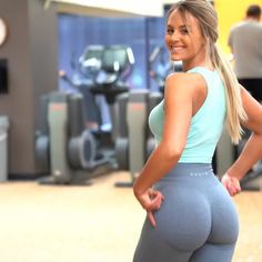 Whenever you're training glutes, it's super important to do exercises that will target ALL of the muscles in your glutes! More specifically, your gluteus medius! These exercises are great to directly target that particular muscle 🤗 . Butt Workout, Gym Workouts, At Home Workouts, Cardio Abs, Woman Workout, Workout Schedule, Fitness Exercises, Workout Tanks, Legs Day