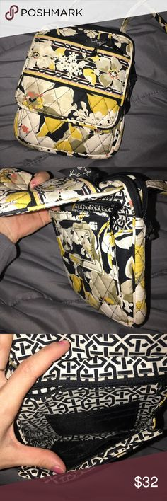 Vera Bradley Hipster Used only a few times. Great for on the go! Also great for the summer instead of lugging around a huge purse! Vera Bradley Bags Crossbody Bags