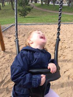 Findes der en bedre lyd end barnelatter? NEJ! Jeg kender ikke til noget der kan smitte mere af på min lattermuskel end deres skønne latter. Det er den enste smitte som er medicin for min krop og sjæl!