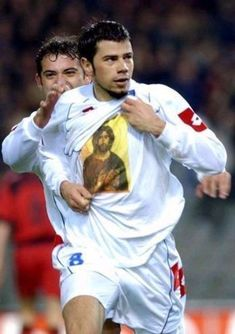 The international Serbian soccer player Mateja Kežman is an aggressive player. Off the field he is a devout Orthodox Christian. Christian Memes, Christian Faith, Church Memes, Christian Pictures, Identity In Christ, Orthodox Christianity, Prayer Book, Orthodox Icons, Roman Catholic